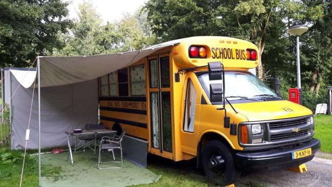 Amerikaanse schoolbus - uniek logeren bij Buytenplaets Zuydersee