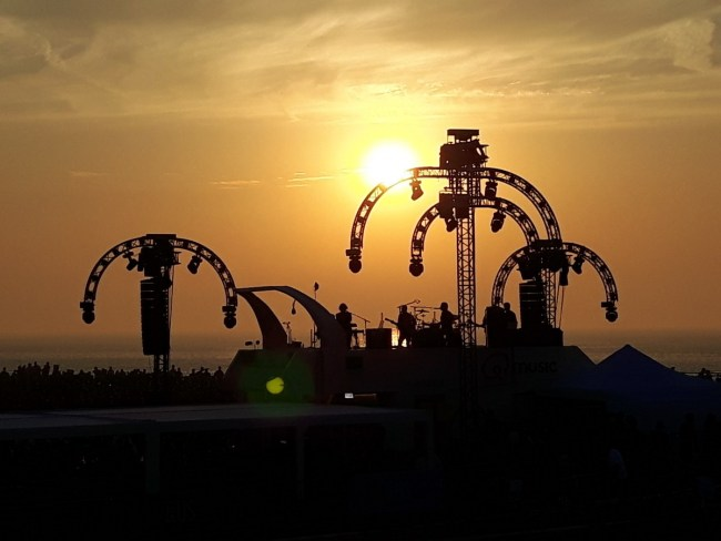 Q Beach house in Oostende - sunset concert