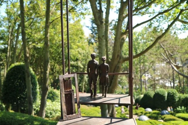 Bronzen beeld - koppel - Tuinen van Etretat