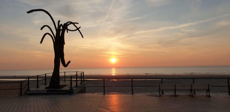 Zonsondergang aan de Belgische kust