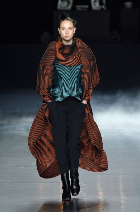 "Issey Miyake AW16 Paris Fashion Week, Mode à Paris, Ready to Wear, collection AUTUMN WINTER 2016 ""BEYOND"", Photo credit: FREDERIQUE DUMOULIN/ ISSEY MIYAKE"