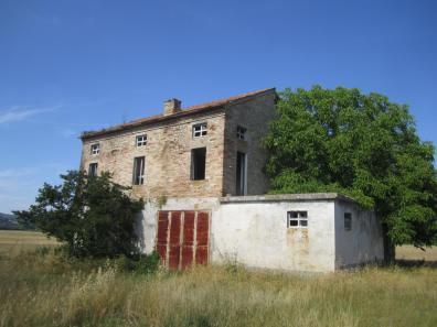 Brick farmhouse in borgo