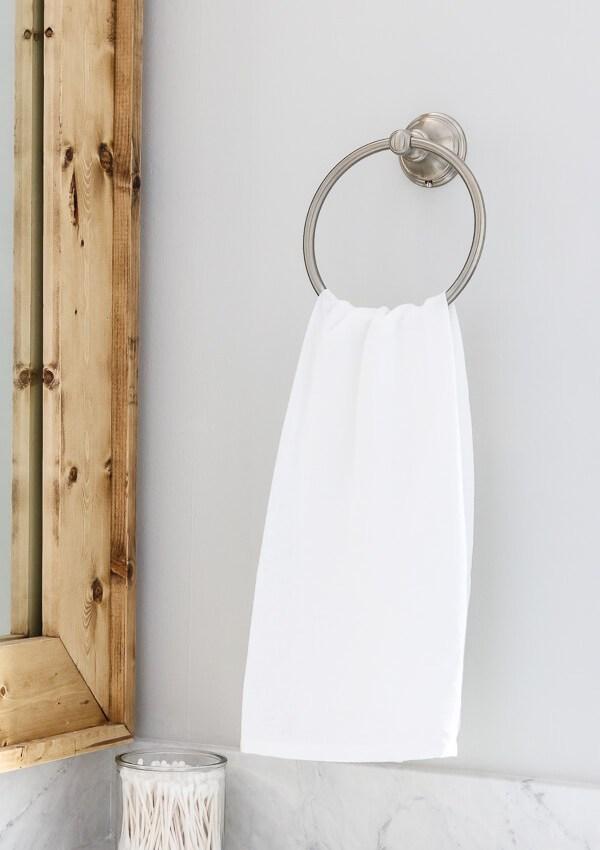 5 Easy Ways To Make Your Small Bathroom Look Bigger
