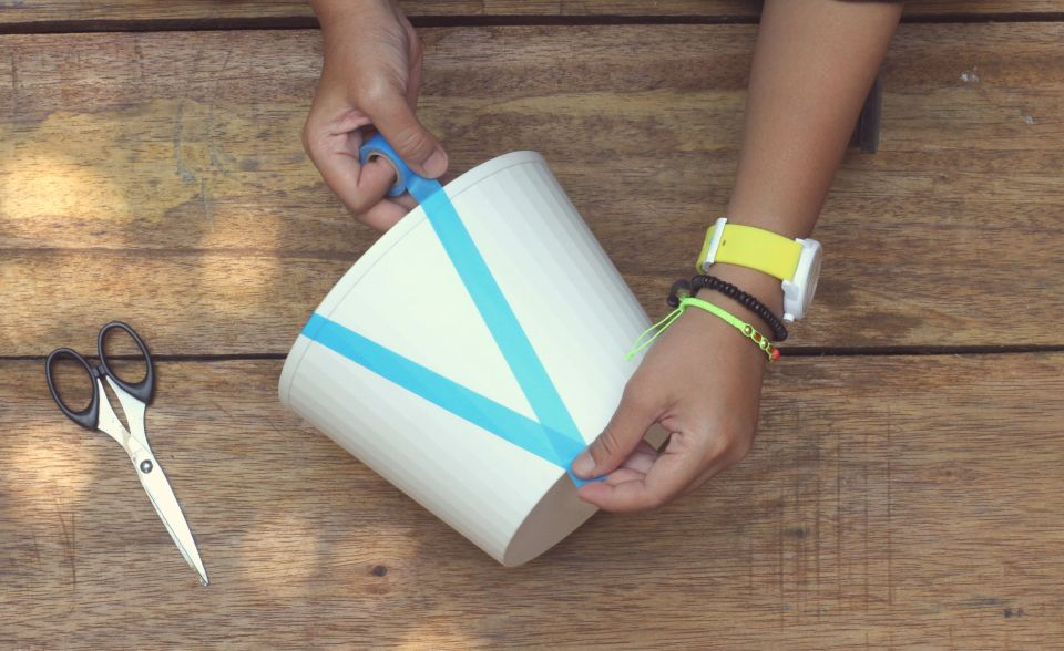 DIY-contributor-masking-tape-lamp-hertiana-2