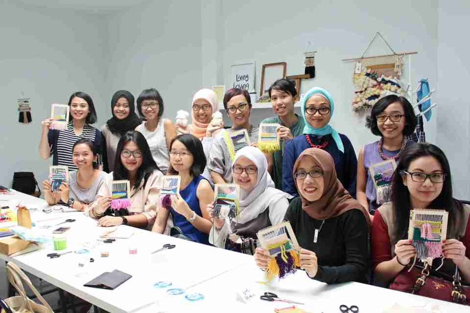 class-weaving-session-jakarta-livingloving