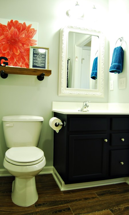 Living on Saltwater - Bathroom -Gray - Navy