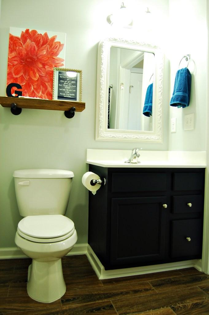 Living on Saltwater - Bathroom -Gray - Navy