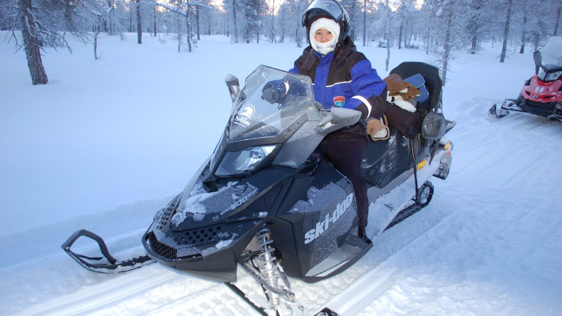 From driving a snowmobile to reindeer ride 從飆車到坐鹿車