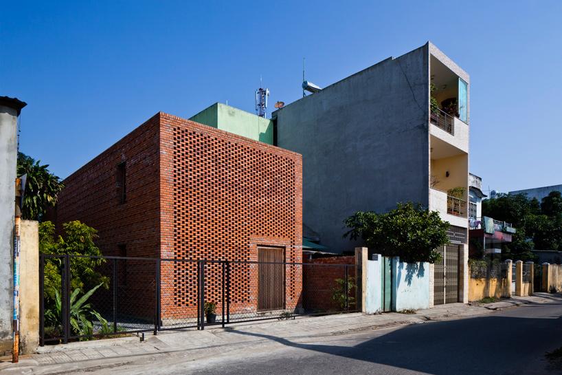 tropical-space-brick-termitary-house-da-nang-city-vietnam-designboom-09