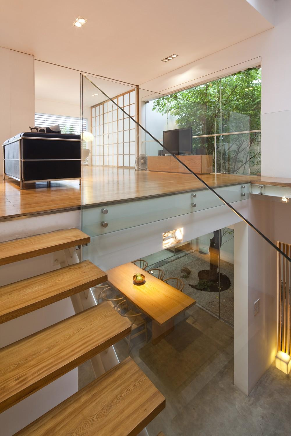5403stair_to_family_room