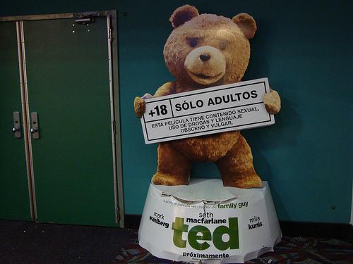 おしゃべりTEDがiPhone画面で大暴れw『Taking Ted LITE』で遊んでみたが微妙だった件