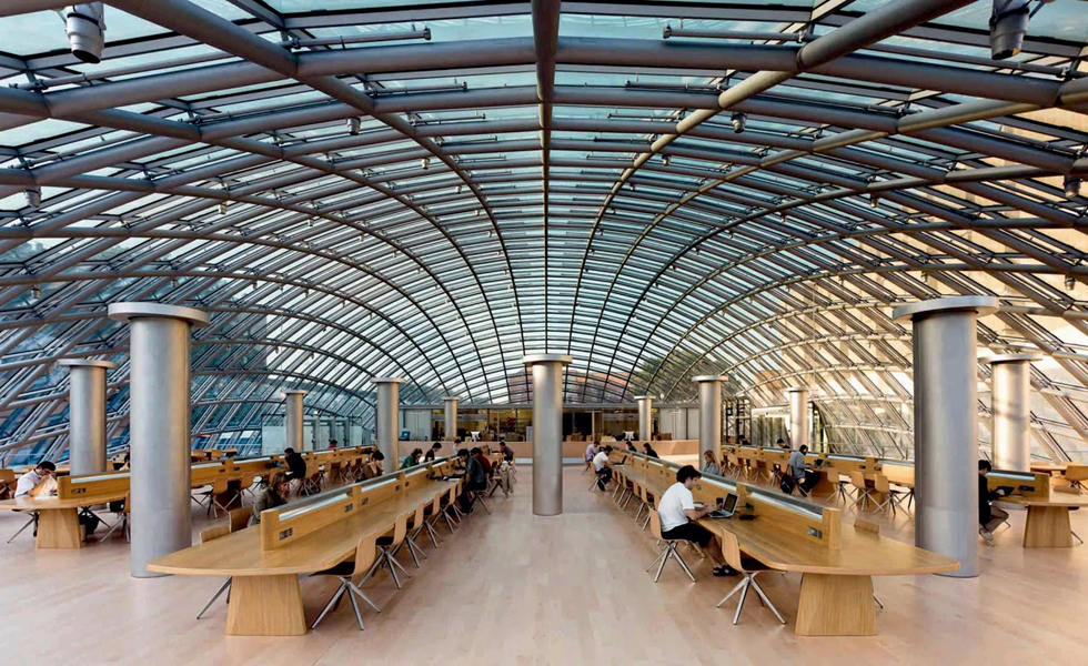 A biblioteca Joe and Rika Mansueto Library, em Chicago, nos EUA