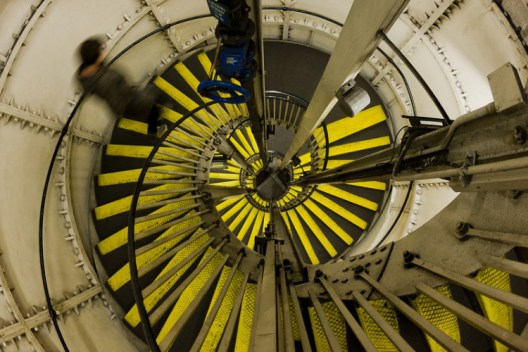 Oval_tube_station_spiral_stair-L-750x500