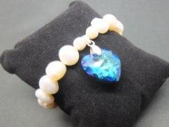 Pearl bracelet with Swakorski heart