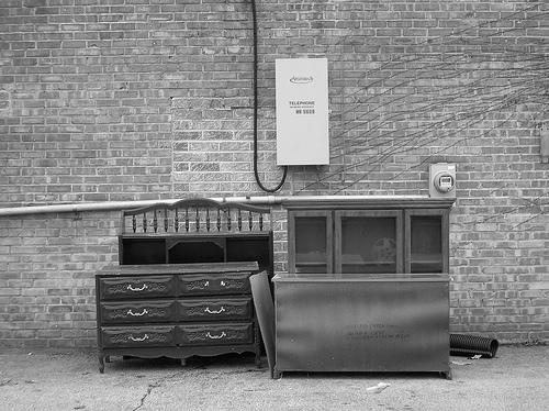 furniture_on_curb