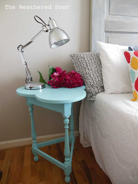 Turquoise Clover Nightstand WD 2