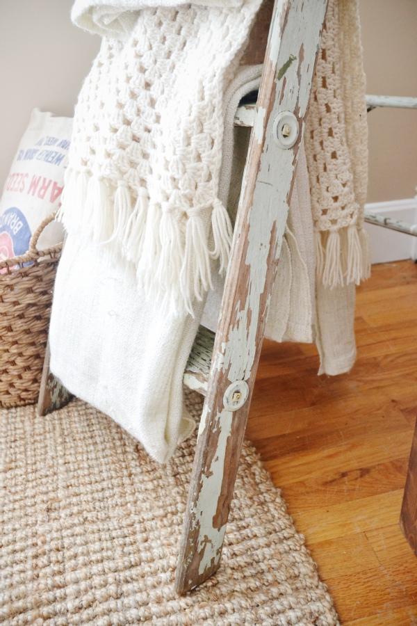 DIY antique blanket ladder - lizmarieblog.com