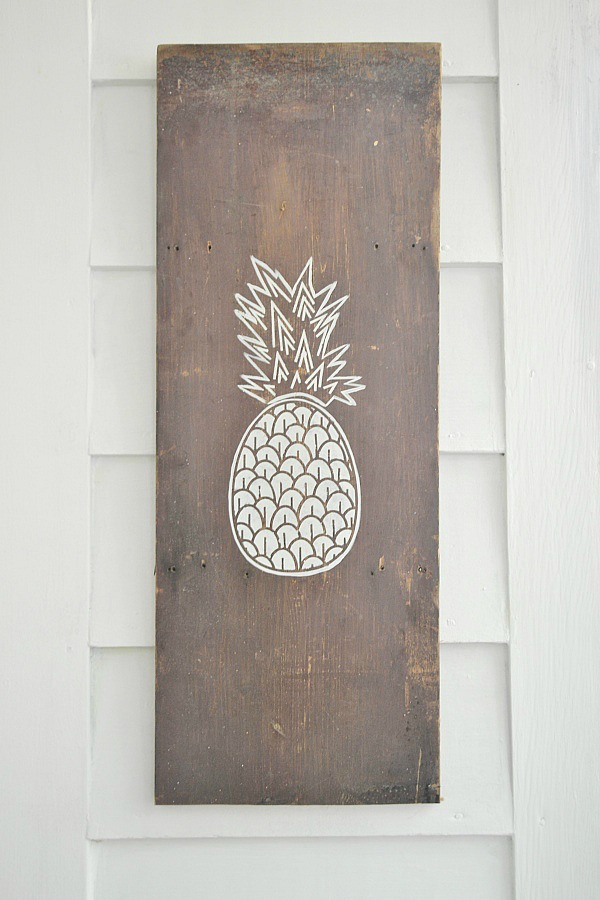 DIY Pineapple art - That anyone can do! So easy to make! lizmarieblog.com