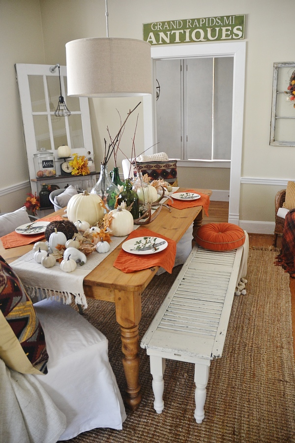 Rustic fall dining room - Perfect colors & decor for thanksgiving & all of the fall season!