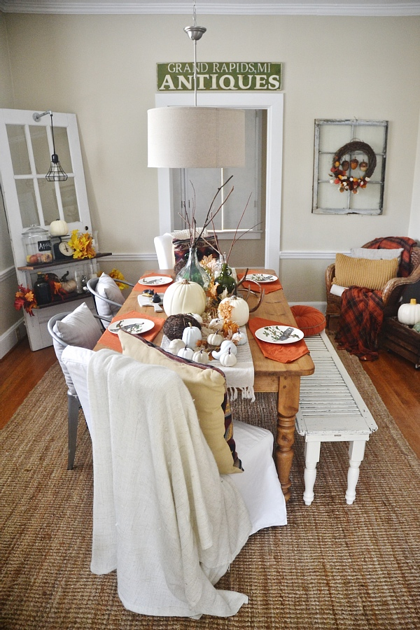 Rustic thanksgiving fall dining room - Perfect colors & decor for thanksgiving & all of the fall season!