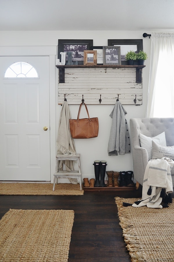 DIY rustic entryway coat rack - A super simple way to create organization in any size entryway or mud room! A must pin!2