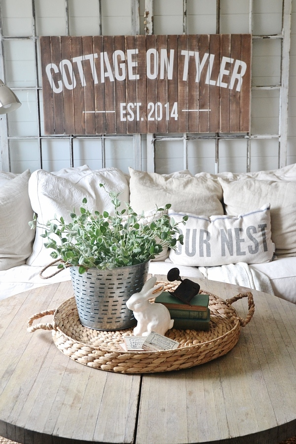 What's On My Coffee Tables - April 2015 - Liz Marie Blog