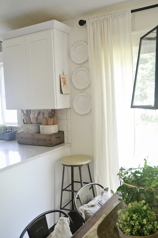 Cottage style - farmhouse kitchen plate wall addition