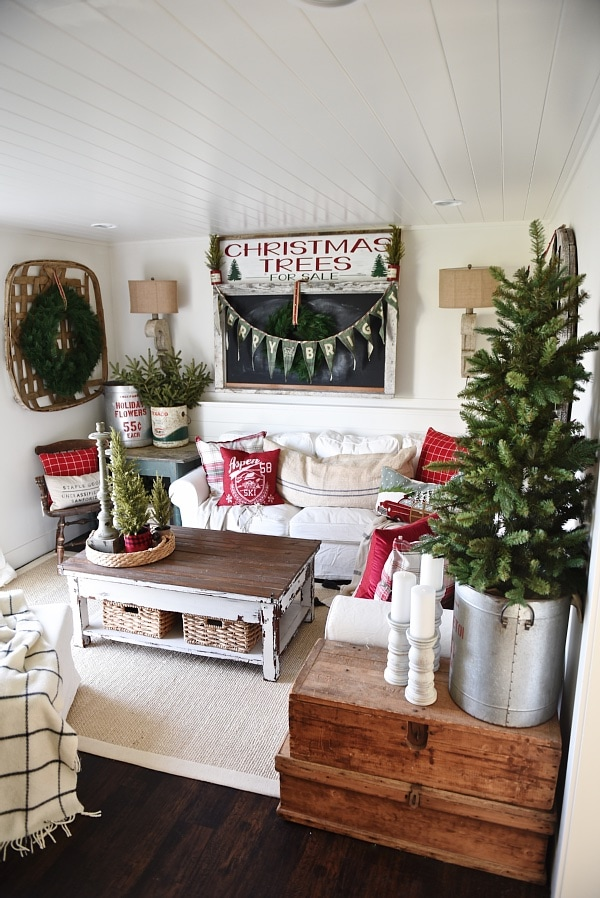 Cozy cottage christmas holiday house walk 2015 liz for Next home xmas decorations