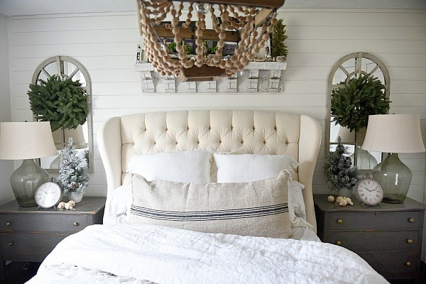 Lovely Christmas cottage bedroom - simple lovely neutral Christmas decor