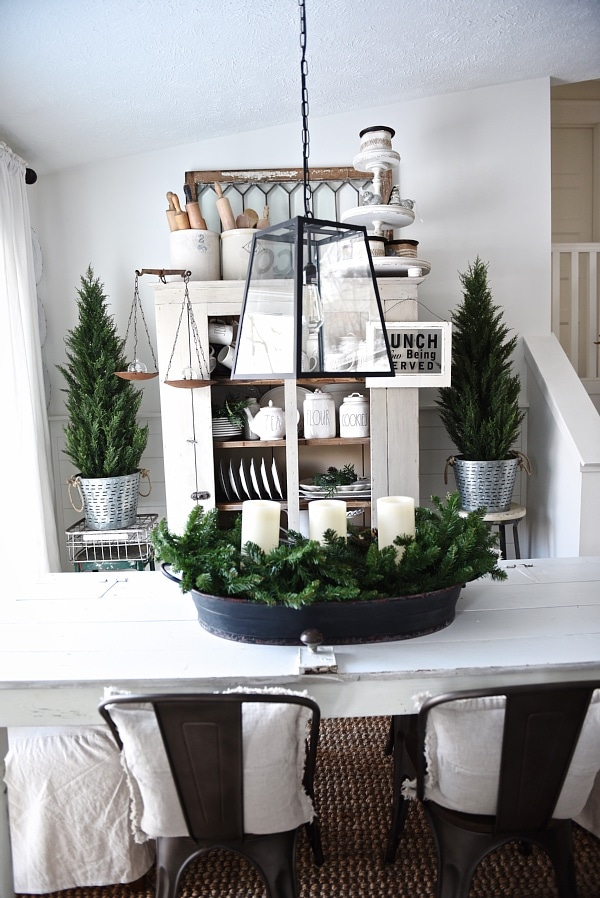 Simply Cozy Winter Dining Room - A must pin for rustic winter decor inspiration