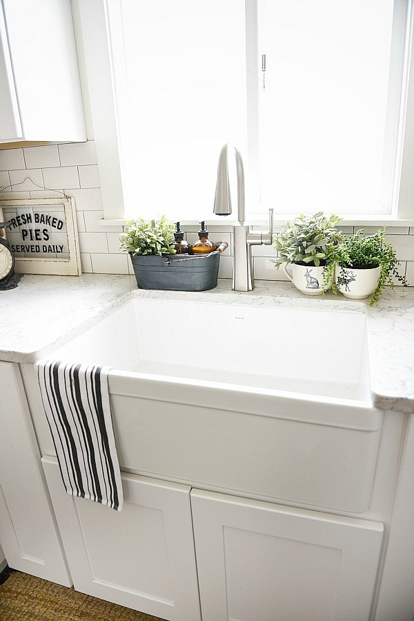 farmhouse sink pros cons a must read before getting a farmhouse sink - White Kitchen Farmhouse Sink