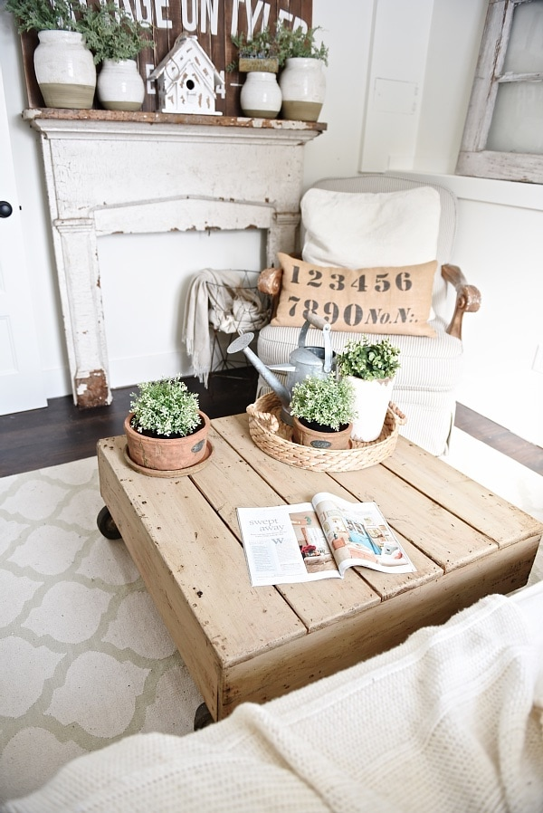 DIY Pallet Coffee Table - Made from a World Market display. See how to make a simple pallet coffee table that you can customize for your home. A cheap way to make a DIY coffee table! Perfect for that farmhouse style or cottage style living room!