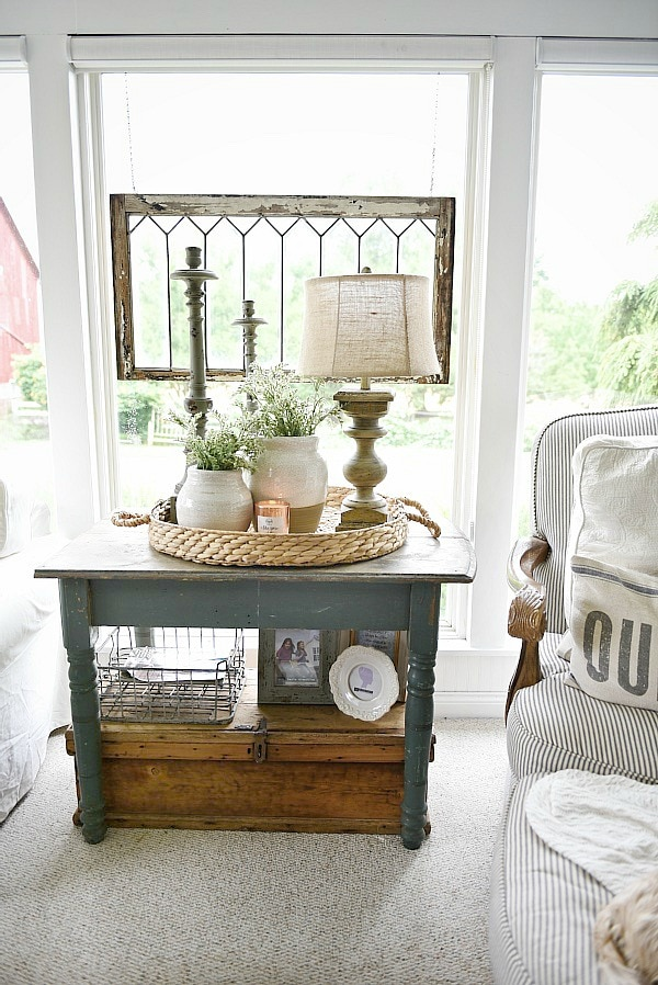 Farmhouse cozy sunroom - Cottage style farmhouse home decor. A great pin for rustic farmhouse decor inspiration & DIY projects!