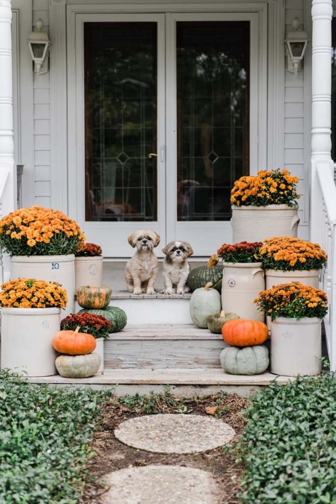 Crocks mums farmhouse fall steps liz marie blog Fall outdoor decorating with pumpkins
