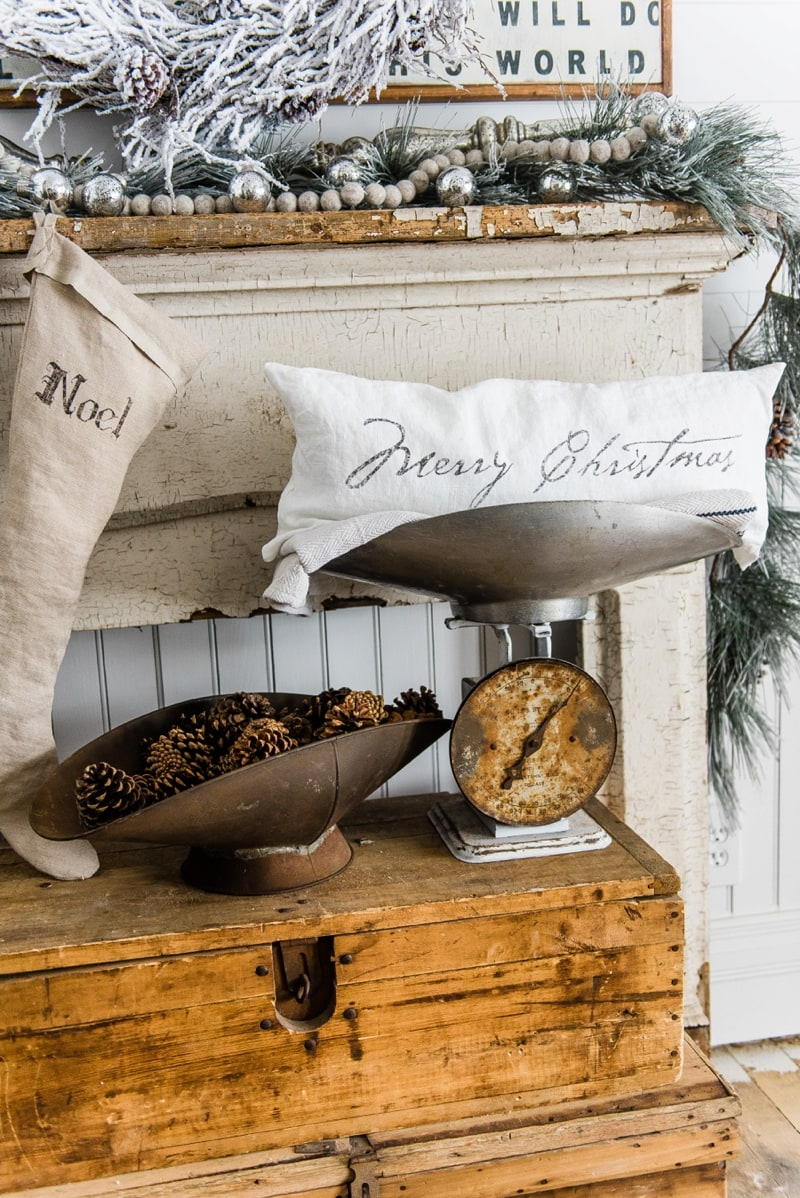 Rustic Farmhouse christmas decor - A great pin for farmhouse & cottage style home decor inspiration.