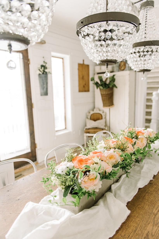 Cheerful spring farmhouse dining room liz marie blog for Dining room flower arrangements