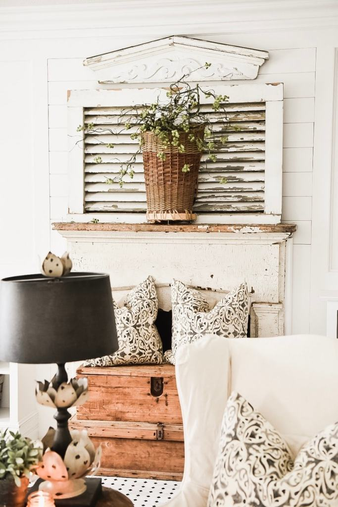 simple mantel decor