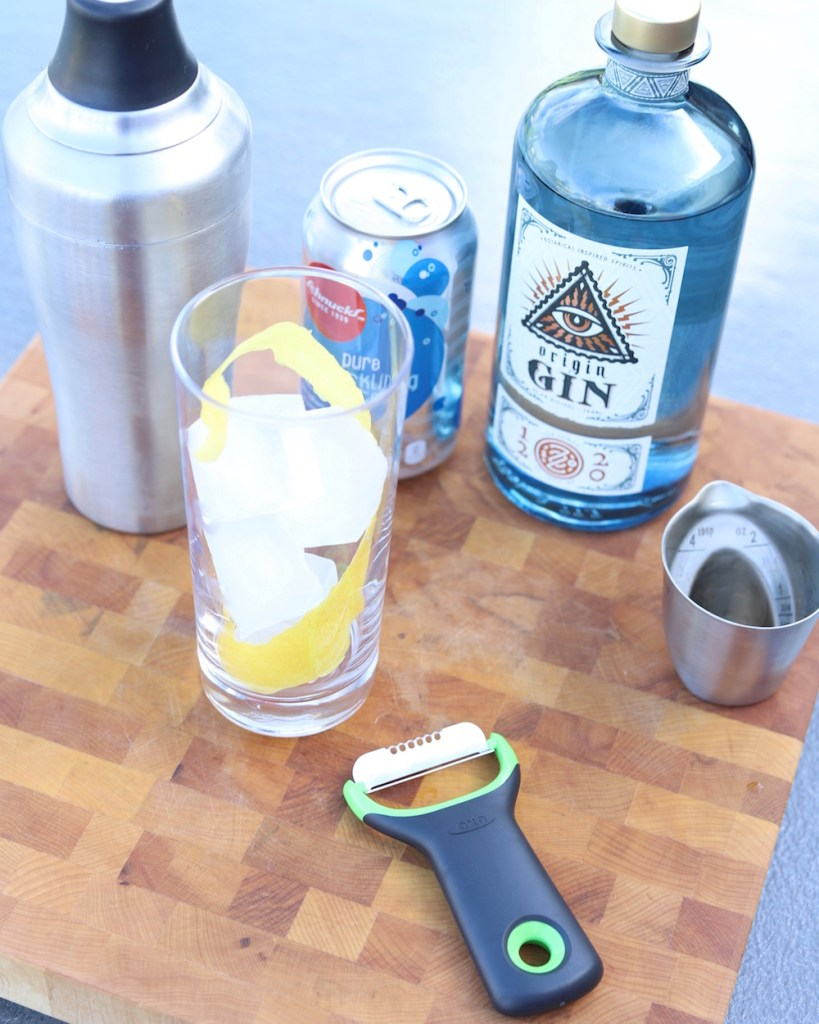 Lemonade Sparkler Cocktail Recipe - from Liz of lizrotz.com