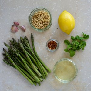 ingredients for spicy roasted asparagus