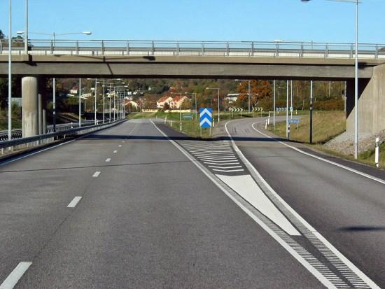 E 6:an genom Ljungskile norrut.