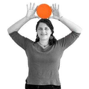 Annemarie Walter mit orangenem Punkt über dem Kopf