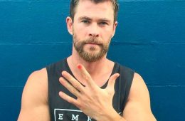 Chris Hemsworth presume de manicura.