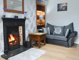 Relax in a cosy holiday cottage, centrally located in the village of Llanrhystud
