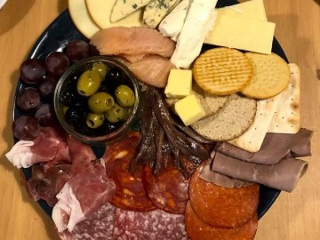 Enjoy Caffi Wyre's light bites from paninis, jacket potatoes, quiches, scotch eggs and sausage rolls to a ploughman's platter or a shared antipasti