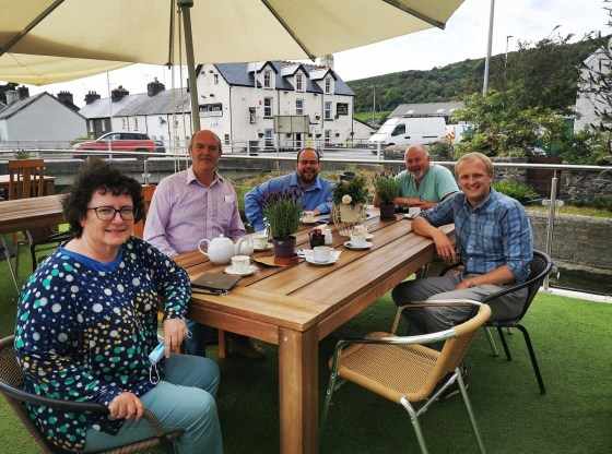 Ben Lake MP, Elen Jones MS, Charles, Neil and Andrew meet to discuss broadband issues at Caffi Wyre, Llanrhystud