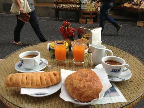 Donde comer barato en Amalfi un buen desayuno