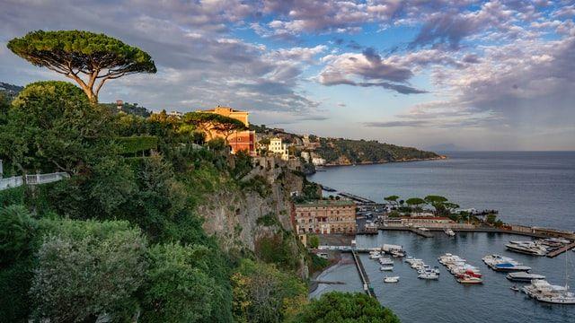 Ciudades cerca de Nápoles: Sorrento