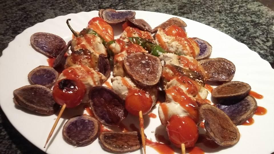 Brocheta-de-pollo-en-salsa-Ca-La-Blanquera