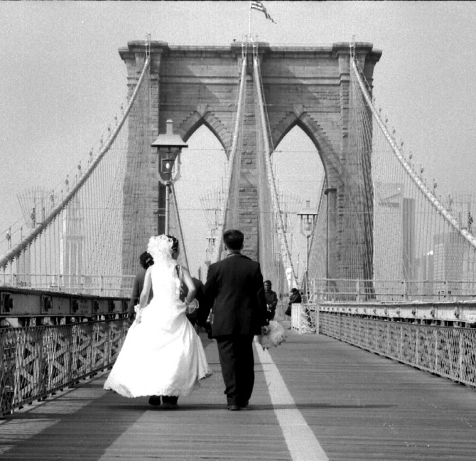 brooklyn bridge wedding walk
