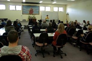 中天寺英文佛學班上課講說四聖諦-人間通訊社